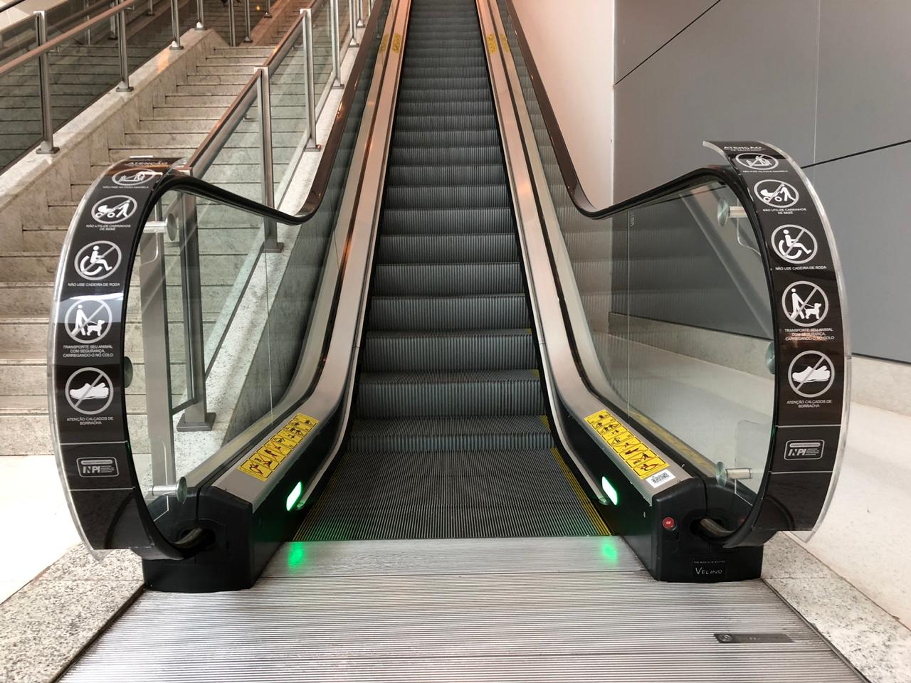Acrílico de Segurança para escadas rolantes.